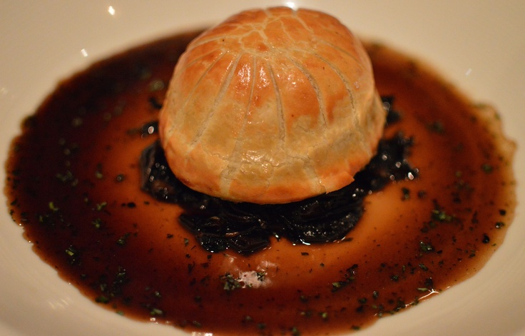 Braised lamb pie w garlic mushrooms & tarragon jus