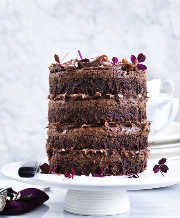 Vi kan ligeså godt sige det med det samme: denne her kage er ikke for dem der er på slankekur. Til gengæld er kombinationen af chokolade og saltkaramel virkelig vanedannende!