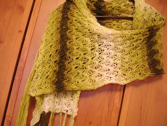 Loom Knit Shawl Pattern : 19 best images about loom knit poncho on Pinterest Poncho patterns, Knitted...