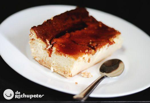 Un postre para los amantes del queso, con un ligero sabor a queso fresco. Muy popular en casa por su facilidad, sólo batir y al horno. Preparación paso a paso y fotos.