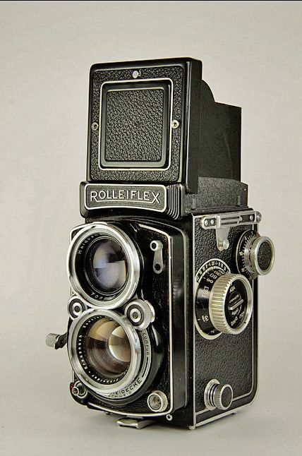 Rolleiflex 2.8C Type2 Medium-format TLR Analogue Camera with Carl Zeiss Planar 80mm lens #imagescameras