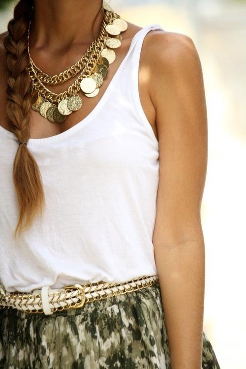 Muy mediterráneo. Fijaros en la combinación con el cinturón.   #collares