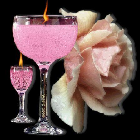 velas em taças em rosa