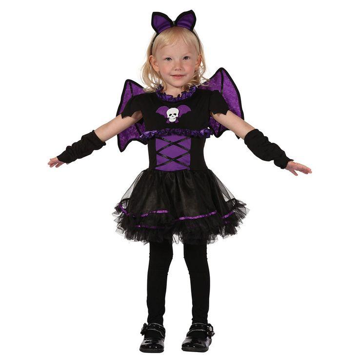 Das Mini Fledermaus Girl wird an Halloween sicherlich richtig gut ankommen. Zum einen sieht es toll aus, zum anderen passt eine Fledermaus ideal zu einer Halloweenparty. Das Fledermauskostüm besteht aus einem schwarz-violetten Kleid, mit mehrlagigem Tüllrock. Die Bauchpartie ist mit einer angedeuteten Schnürung versehen und mit violetten Rüschen verziert. Die Brustpartie ziert eine Fledermaus-Applikation mit Totenkopf. Des Weiteren gehören zu dem Halloweenkostüm die schwarzen Armstulpen und…