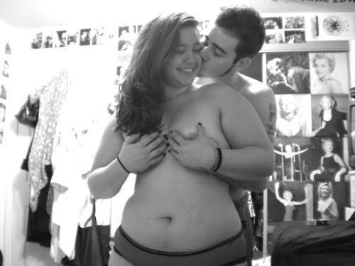 """""""Te quero. Te quero molhado, com o cabelo despenteado, com cara de sono, com sorriso malicioso, com olhar sincero. Te quero sorrindo, bravo, nervoso, emburrado, feliz, chateado, triste. Te quero lindo, te quero feio, te quero desarrumado, te quero perfumado. Te quero na sala, no quarto, na rua, tanto faz. Te quero aqui, te quero acolá. Te quero para transformar eu e você em nós."""
