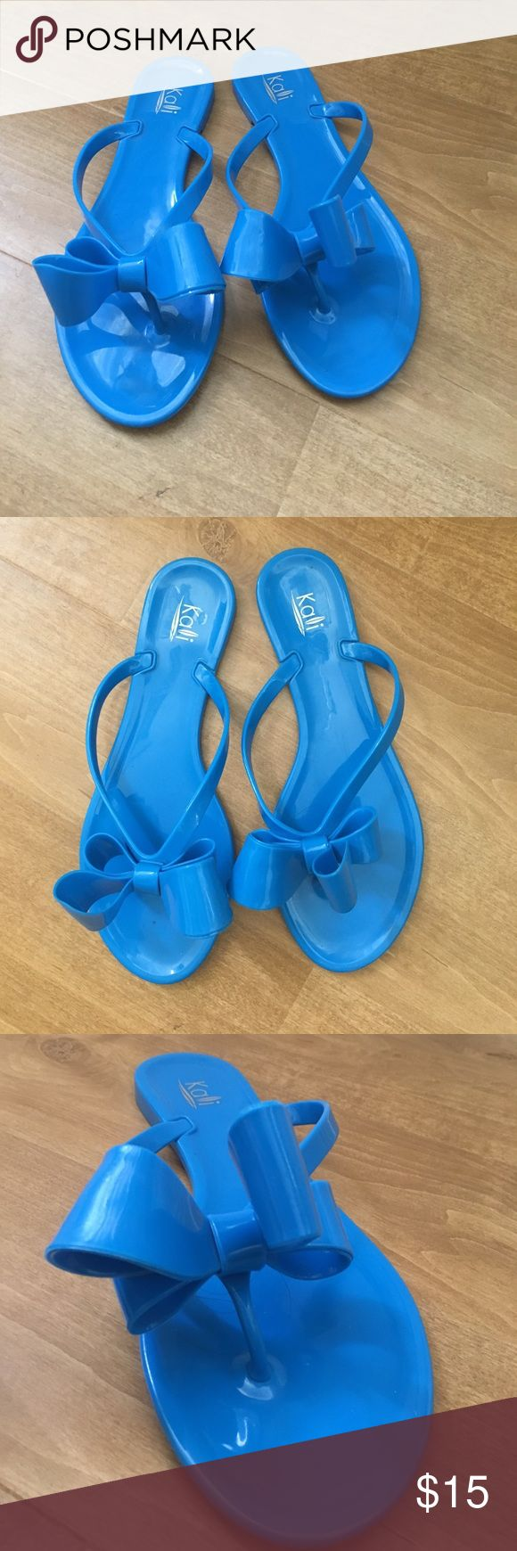 Kalli bow flip flops size 9 Beautiful bright Kalli flip flops with bow detail. Size 9, worn about 3 times. Shoes Sandals