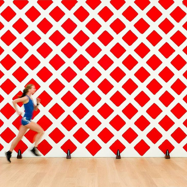 """Contemproary art is also FUN. Martin Creed won the Turner Prize in 2001 with """"The lights going on and off"""" an installation where the lights of the room literally switched on and off at 5 seconds interval. The marathon runner in the image is part of his exhibition SAY CHEESE at Museum Voorlinden.  #MartinCreed #art #contemporary #British #artist @martin_creed #artwork #installation #TurnerPrize #museum #Netherlands"""