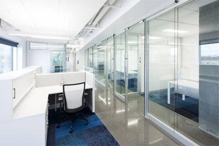 Natural light for everyone in this corporate environment by Artopex.