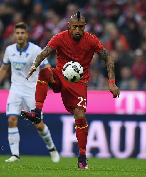 Arturo Vidal of Muenchen controls the ball during the Bundesliga match between Bayern Muenchen and TSG 1899 Hoffenheim at Allianz Arena on November 5, 2016 in Munich, Germany.