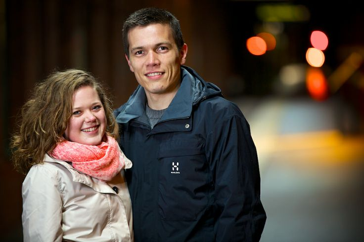 Porträtt, par på tågstation/ Portrait, couple on trainstation