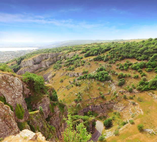 Chedder gorge somerset with 13000 year old caves places - Cheddar gorge hotels with swimming pools ...