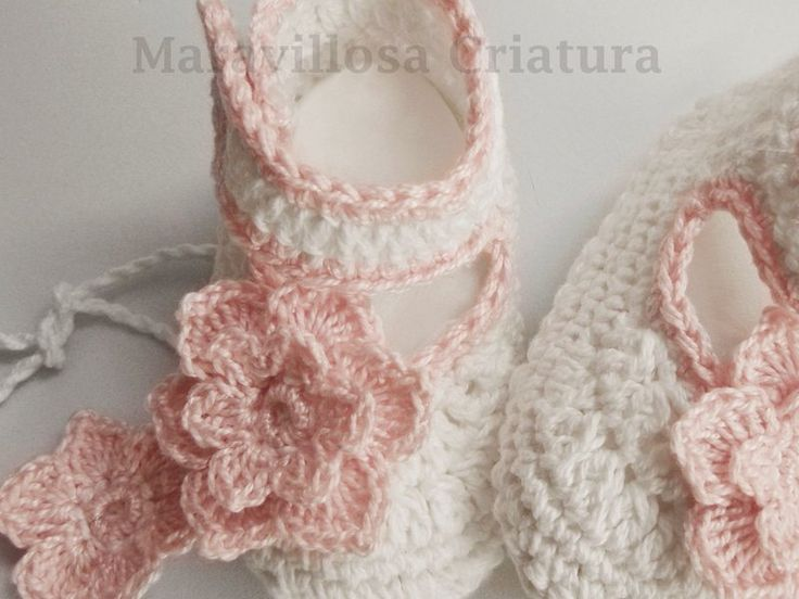 Gebreide & gehaakte schoenen - Babyslofjes met weinig bloemen - katoenen schoenen - Een uniek product van MaravillosaCriatura op DaWanda