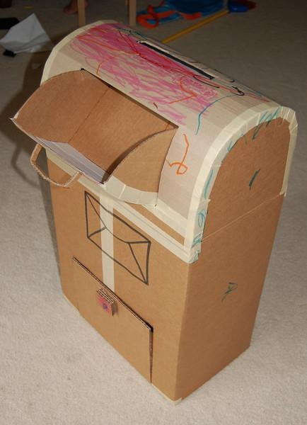 Con cajas de cartón