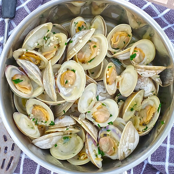 Steamed Clams w/ Drawn Butter —
