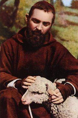 St Pio of Pietrelcina Miracles | Saint Pio de Pietrelcina : Miracle 1 -- une femme admirable m'a parlé de lui: un homme comme les autres, et des blessures de clous dans les mains qu'il voulait garder pour lui... sans doute parce que tout le monde n'y verrait qu'illusion alors qu'elles saignaient le sublime...