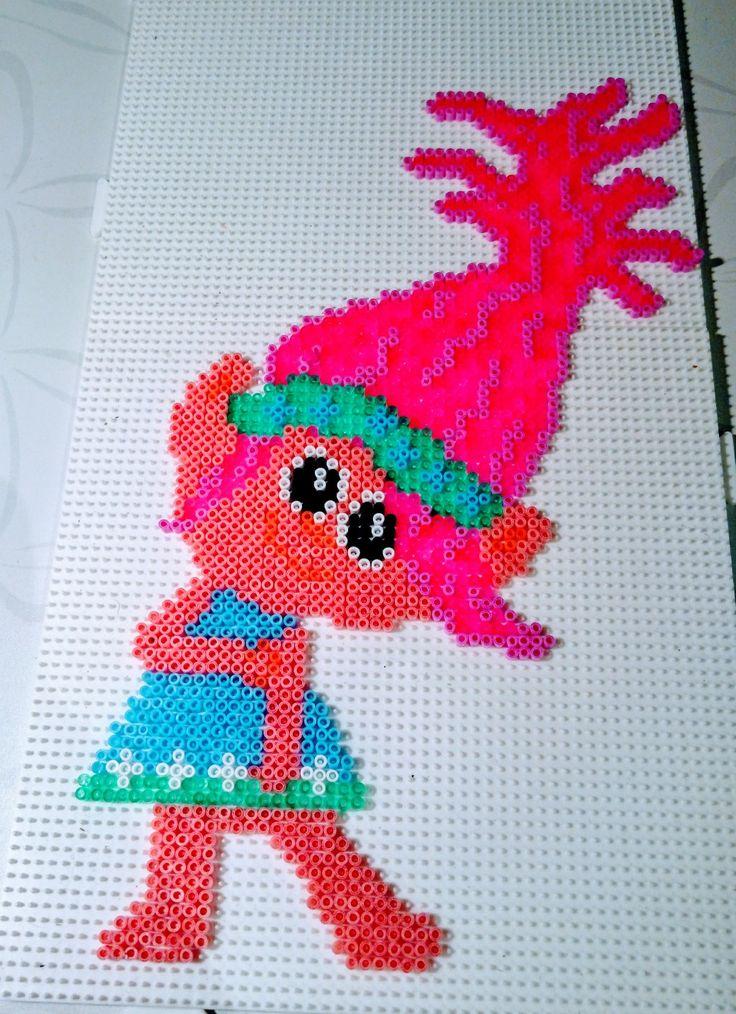Ha en datter som elsker Poppy fra filmen Trolls, så har selv lavet denne til hende i hama mini beads/perler
