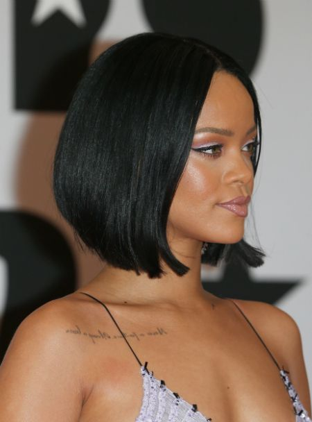 Rihanna always rocks flawless make up looks. Source: Getty There is nothing worse than producing a perfect eye look, only to find that it creases and has you looking like a panda 2 hours later. UGH…