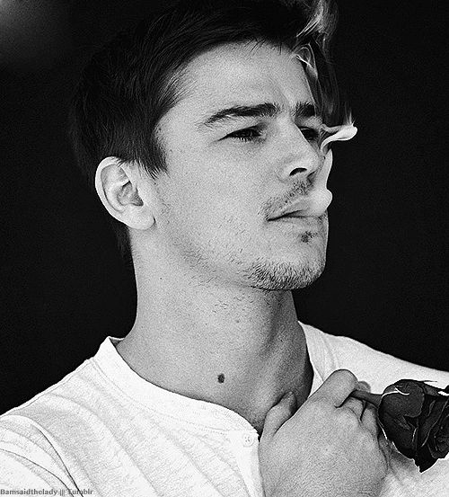 Josh Hartnett  hehe, so who hasn't loved him since the first time we saw him?! Boy, I sure do ❤ me some 'a him....hope he is in another movie soon enough!