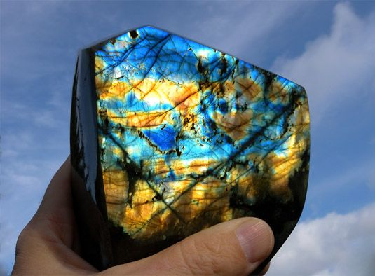 Лабрадорит, камень