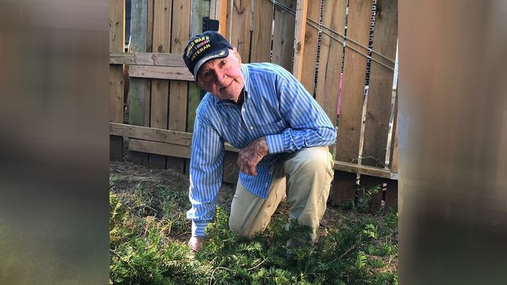 WWII vet, 97, takes a knee in support of anthem protests | WBNS-10TV Columbus, Ohio | Columbus News, Weather & Sports
