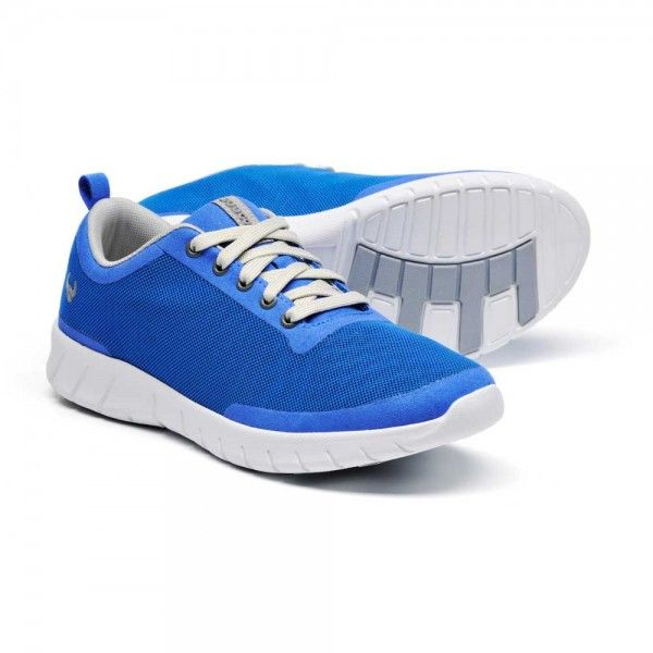 Suecos Alma Shoes    The Suecos Alma shoes feature a removable insole with pressure distribution and ventilation ports. The outsole is both ultra-light and anti-slip as well as providing excellent shock absorption. The upper shoe fabric features a breathable mesh which moulds to the foot allowing it to keep dry.   £44.99 #medicalshoes #nurseshoes #dentistshoes #shoes #blueshoes