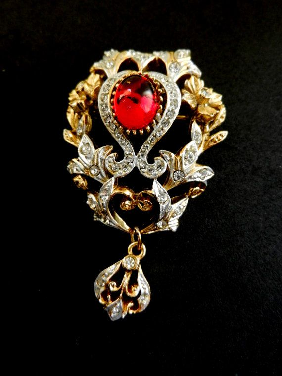 Dazzling baroque dangle brooch By SPHINX signed & by RAKcreations
