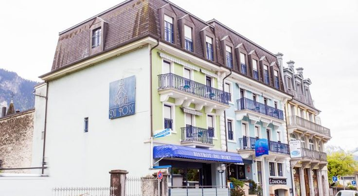 Hôtel du Port Villeneuve Located in Villeneuve, 6 km from Montreux, Hotel du Port is set right on the shore of Lake Geneva. Free Wi-Fi is available.  International cuisine can be enjoyed in the restaurant of Hotel du Port.
