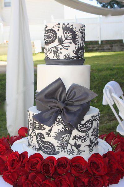 Avant-Garde Boho Chic Classic Hip Hollywood Glam Modern Black Red White Flowers Fondant Ribbon Round Wedding Cake Wedding Cakes Photos & Pictures - WeddingWire.com