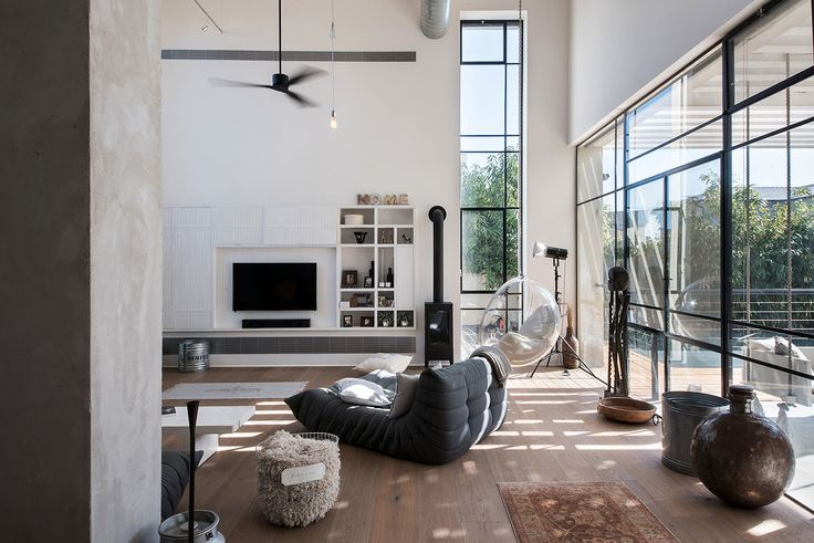 This beautiful industrial-chic home in Tel Aviv, Israel, was planned for a…
