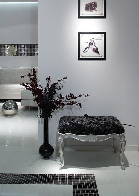Modern baroque seat