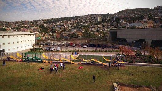 Intervienen proyecto de ELEMENTAL en la XX Bienal de Arquitectura de Chile para que siga en Valparaíso