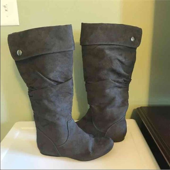 Gray suede boots Gray suede boots in great condition! Only wore a few times. No holes or stains. Smoke free home Shoes Ankle Boots & Booties