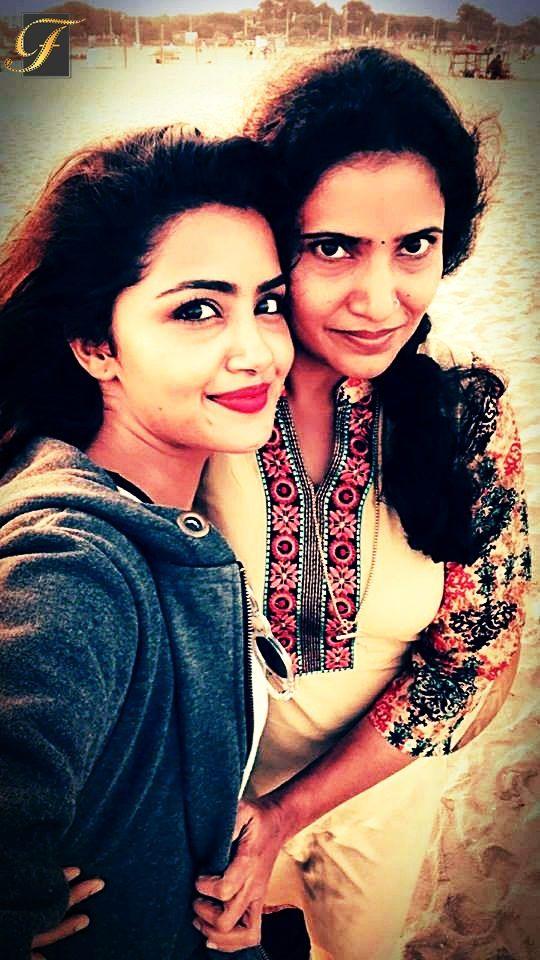 Actress anupama parameswaran With her Mother.