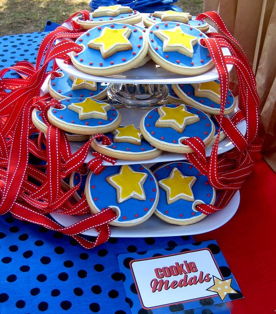 Obstacle course party cookie medals! (by ktbuck27, via Flickr)