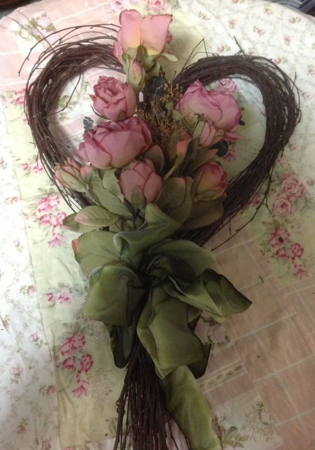 SHABBY CHIC PINK ROSES HEART FLORAL WREATH WALL HANGING