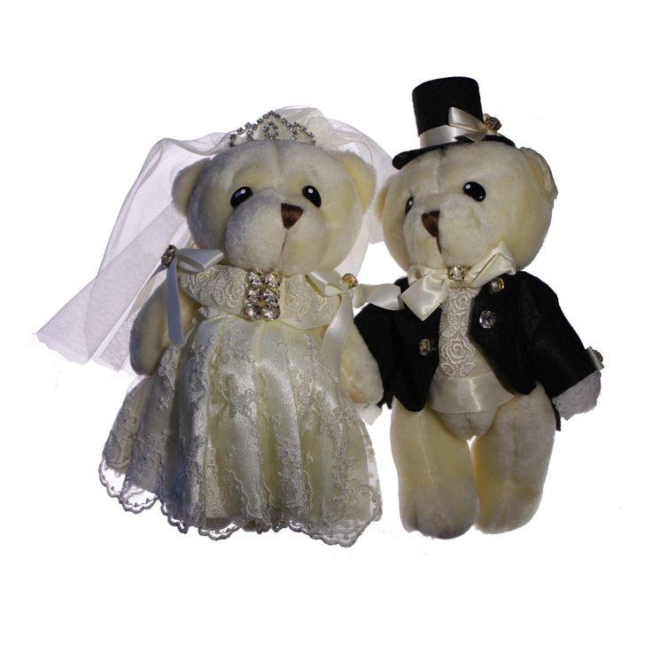 Wil je jouw boeket houden? Wil je toch de traditie in ere houden om iets te 'gooien'? Opteer voor een set huwelijksberen om te gooien, zowel bruid als bruidegom kunnen hieraan deelnemen. Ook indien er niet veel vrijgezellen zijn en je dit wil doen. Je vraagt gewoon de mannen en vrouwen SAMEN en gooit als koppel je beren over je hoofd.