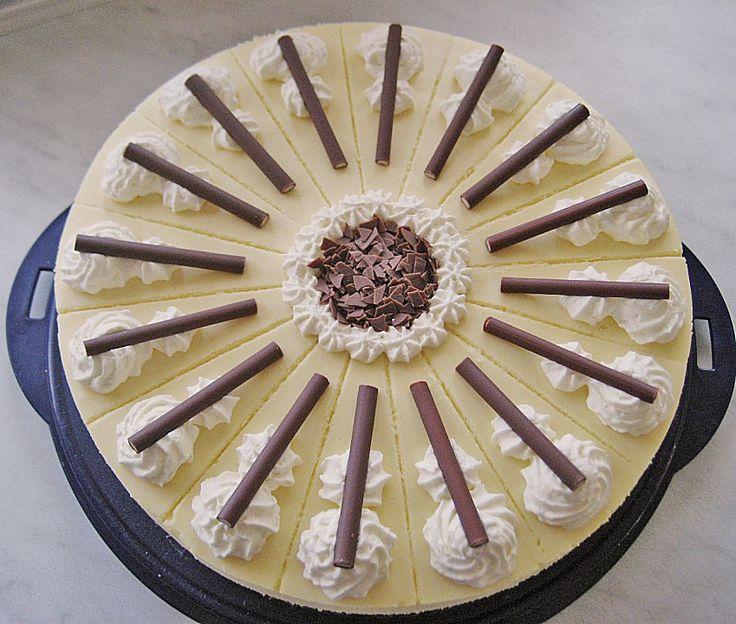Eierlikör - Torte mit Sauerkirschen, ein schmackhaftes Rezept aus der Kategorie Torten. Bewertungen: 106. Durchschnitt: Ø 4,6.