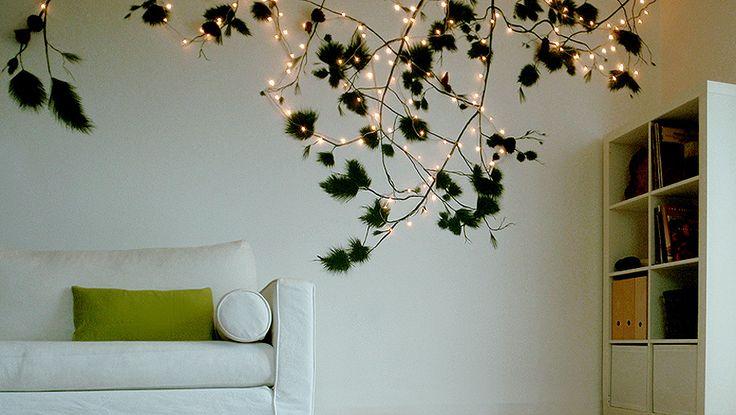 Ζωγραφική σε τοίχο σαλονιού, με φωτισμό. Δείτε περισσότερες ιδέες διακόσμησης πάνω από τον καναπέ στη σελίδα μας www.artease.gr