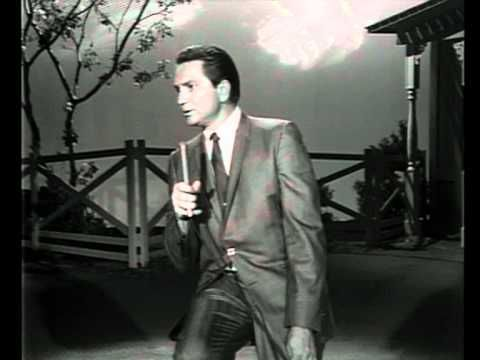 Willie Nelson - Hit Medley On The Grand Ole Opry(1965) .. Willie like you've never seen before...clean shaven, short combed hair and in a friggin' suit...lol... enjoy!
