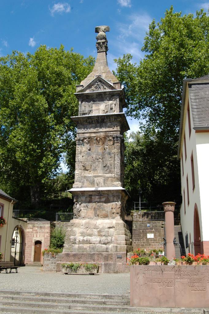 UNESCO Weltkulturerbe Igeler Säule Die 23m hohe Säule wurde in der ersten Hälfte des 3. Jahrhunderts n. Chr. erbaut.