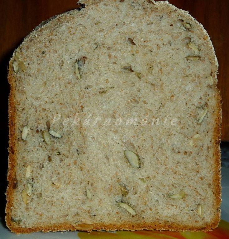 Toustový chleba, který díky použitým moukám není zcela bílý. Bramborový, dlouho vláčný (vařené brambory v těstě). Celozrnný kefírový - nadýchaný, s dýňovými jádry, při jídle, křupajícími mezi zuby. A naposled chléb typu Šumavy. Obyčejnější, ničím nenavoněný, k denní spotřebě - to jsou tyto čtyři chleby z pekárničky.   Toustový chleba (titulní foto) Suroviny: 150…