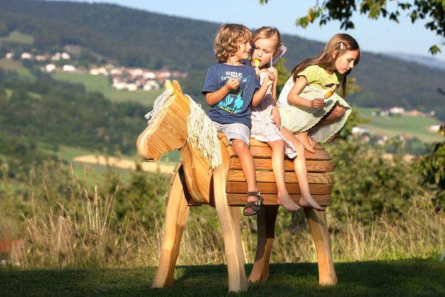**BAYERWALD-PONY FANNY** **DEIN GROSSES HOLZPFERD** **FÜR DEN GARTEN UND KINDERZIMMER**        NEU - Schönes Handwerk aus dem Bayerischen Wald   Zum Ins-Herz-Schließen: Das Bayerwald-Pony...