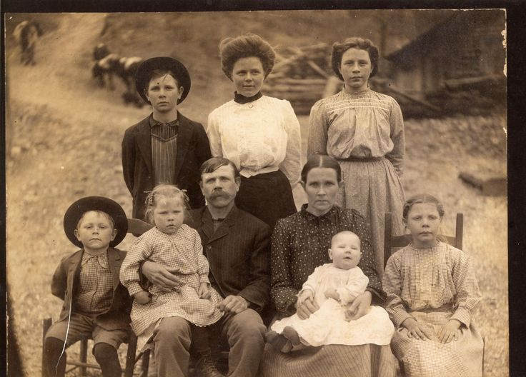 Great Great Grandparents James (with his epic mustache) and Safronia (love her name!) with 7 of their 11 children. Taken about 1909 in Searcy Arkansas. Their faces say it all..... http://ift.tt/2ymTPfk