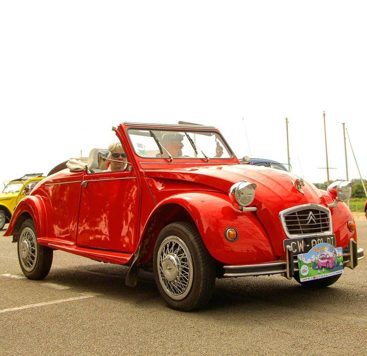 Les 78 meilleures images du tableau 2cv rouge sur - Vieille voiture decapotable ...