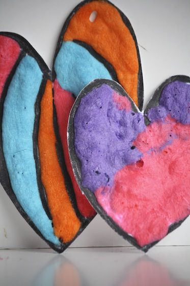 Homemade Puffy Paint Valentines Cards and Garlands made with 3 - ingredient puffy paint. Simple puffy paint recipe in post. Great Valentines craft for kids.
