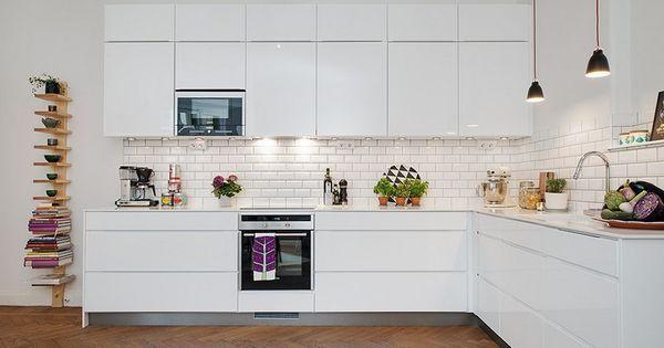 Carrelage metro blanc pour la crédence de la cuisine http://homelisty.com/carrelage-metro