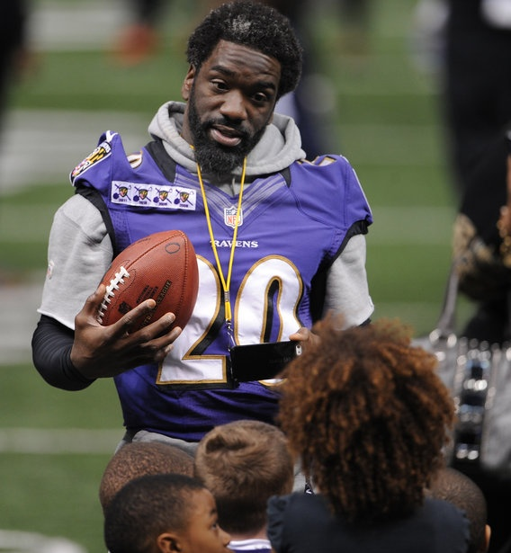 Ed Reed talks to a group of children during the Ravens' friends and family day at the Mercedes-Benz Superdome.