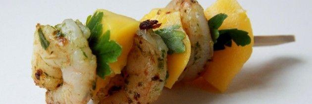 Hapje: Pittige garnalen met mango en koriander