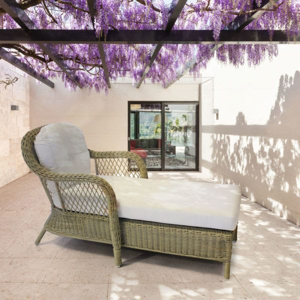 Traliccio Outdoor Chaise Lounge. Brushed Amber Wicker.