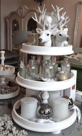 Grote witte Etagiere van Hoogendam interiors. Zeer stevige en mooie kwaliteit. Van goed hout gemaakt. In de kleur wit. Heel leuk om bv met k...